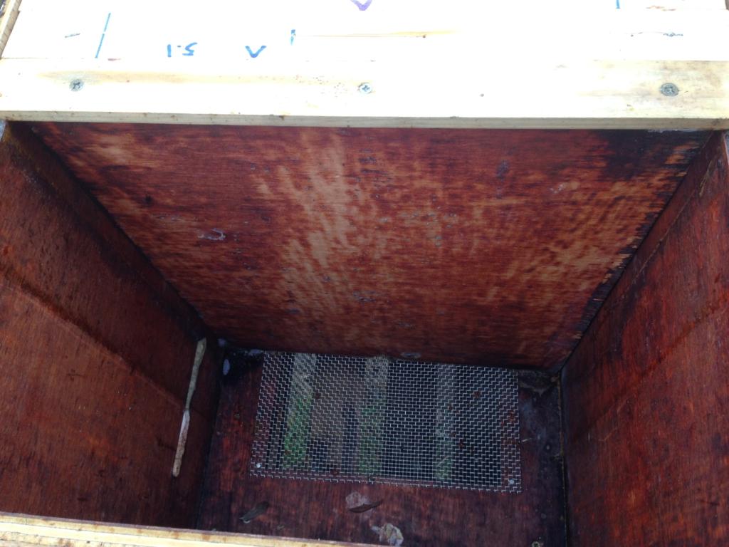 de sluitblok van een horizontale bijenkast moet goed aansluiten